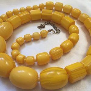"Yellow Swirl Chunky Bead Necklace 29"" (p39)"